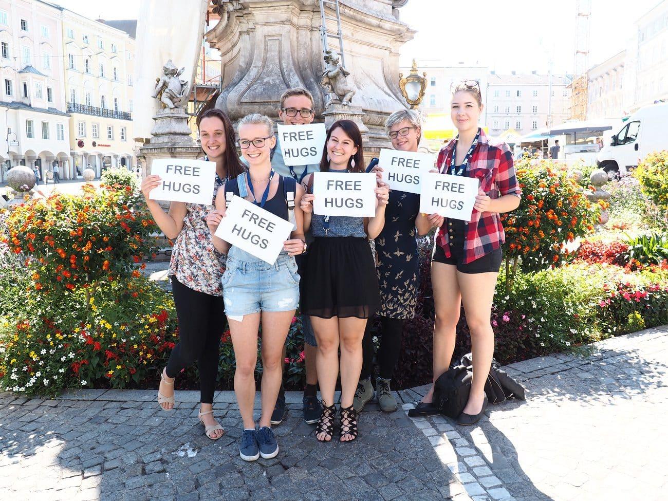Share the love – Free Hugs für Linz