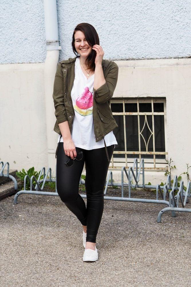 7 Styles with Leather | Lederleggings und Melonen-Shirt