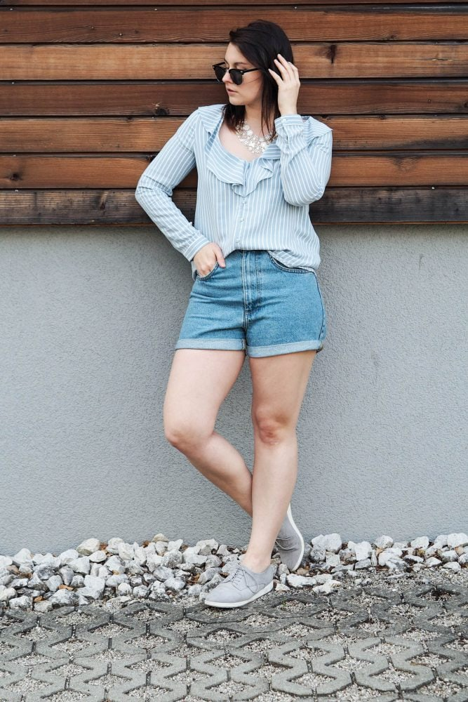 Style Seven   Denim-Shorts & Volant Bluse